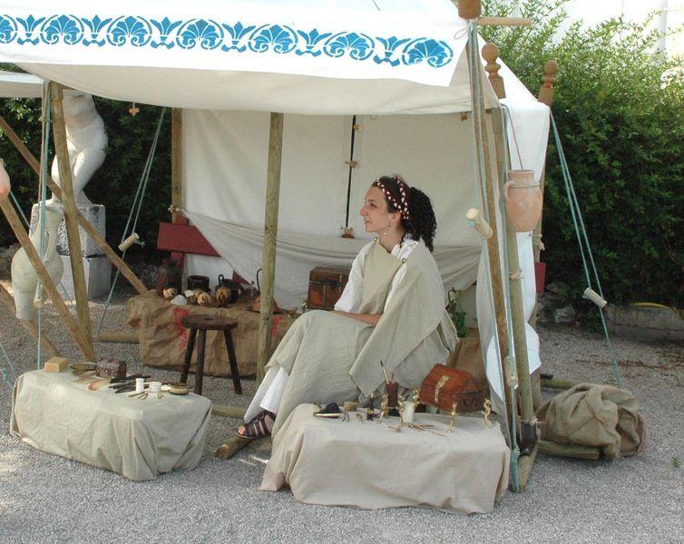 l' échoppe des belles dames grecques - Manon Arnaud et la beauté dans la grece antique - frads et parfums - à la villa de Kerylos pour la fête de Poseïdon