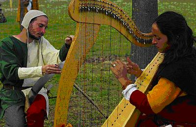 Musique ancienne médiévale - harpe celtique - organisation d'une fête médiévale à CROTS - Hautes Alpes - par les Voyageurs du Temps -