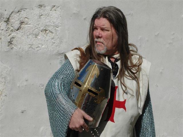 Organisation et animation spectacle médiéval sur l' histoire et la fin des templiers à Vienne par les voyageurs du temps.