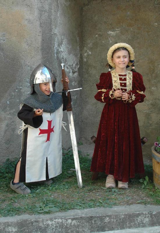 Tout petits, déjà, les templiers étaient parmi nous - costumes les voyageurs du temps