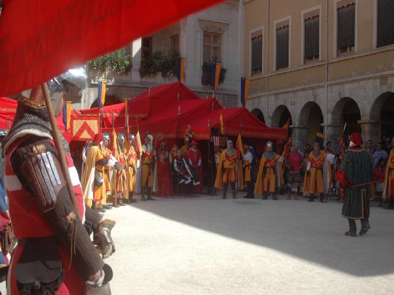 L'association VIENNE-HISTORIQUE propose une participation active à toutes les communes constituantes de VIENNAGGLO et autres communes du Pays Viennois afin de participer à la grande fête médiévale qui aura lieu le dernier week end du mois d' août, le samedi 31 Août et dimanche 1 er septembre 2013